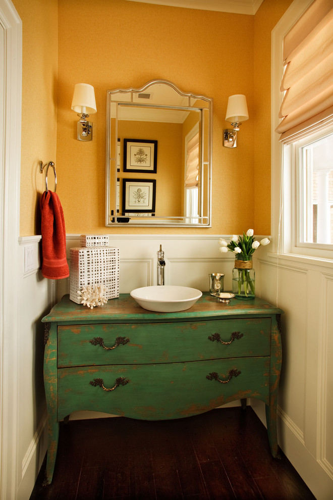 Antique style bathroom