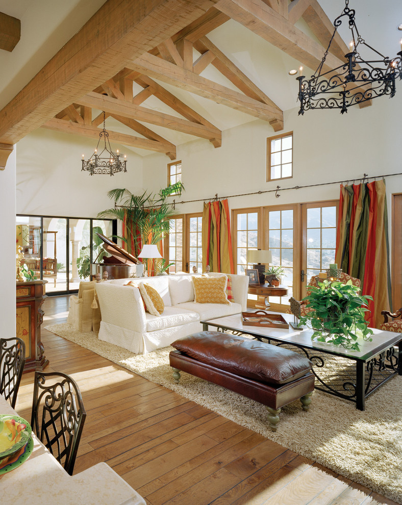 mediterranean-family-room (1)